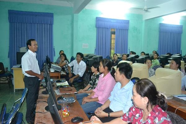 Ông Trần Cao Tánh - Phó Giám đốc Sở phát biểu tại buổi bế giảng