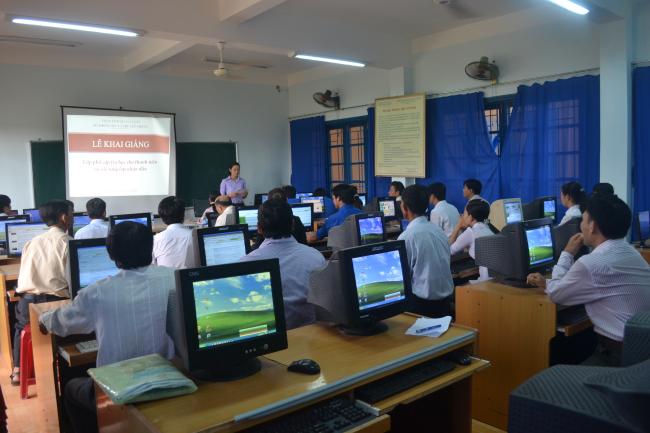 Tập huấn phổ cập tin học cho thanh niên và các tầng lớp nhân dân .JPG