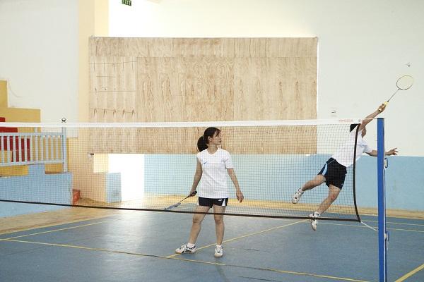 Thi đấu môn cầu lông đôi nam nữ